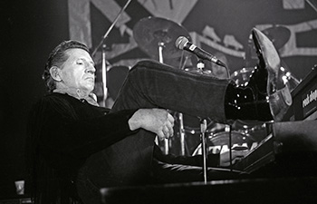 jerry-lee-lewis photographed by reinhard simon berlin 911214-2 s